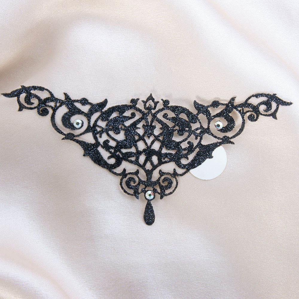 bijoux de peau alhambra noir fond satin