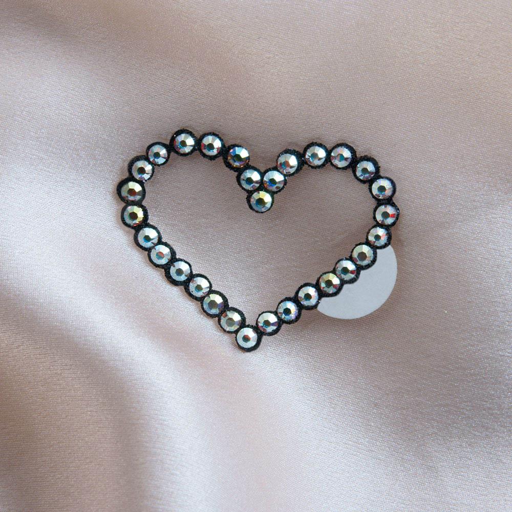 bijoux de peau amour noir fond satin