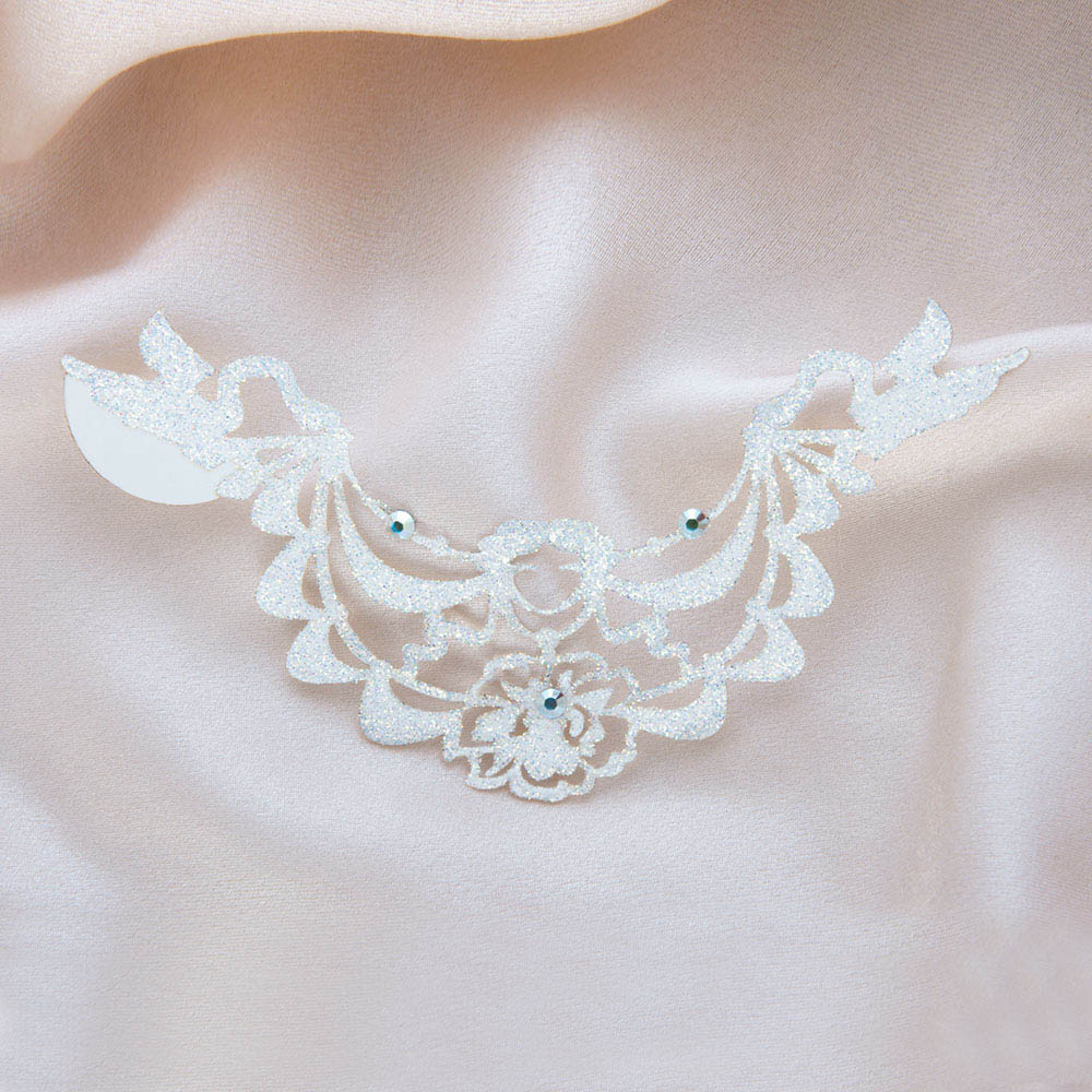 bijoux de peau bagatelle blanc fond satin