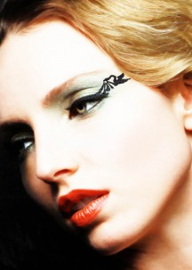 EyeLiner avec strass oiseau drapé