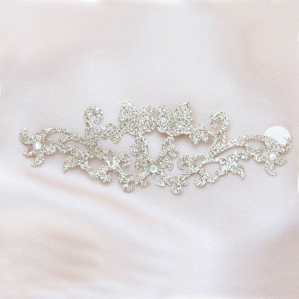 bijoux de peau bisous bisous or fond satin