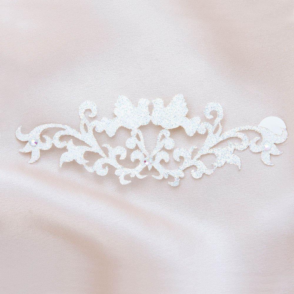 bijoux de peau bisous bisous blanc fond satin