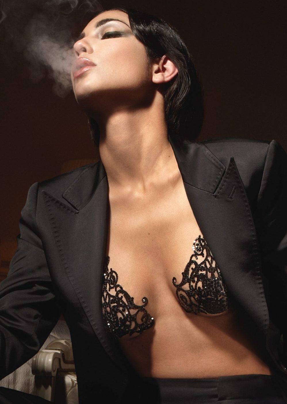 soutien gorge autocollant tribal smoking