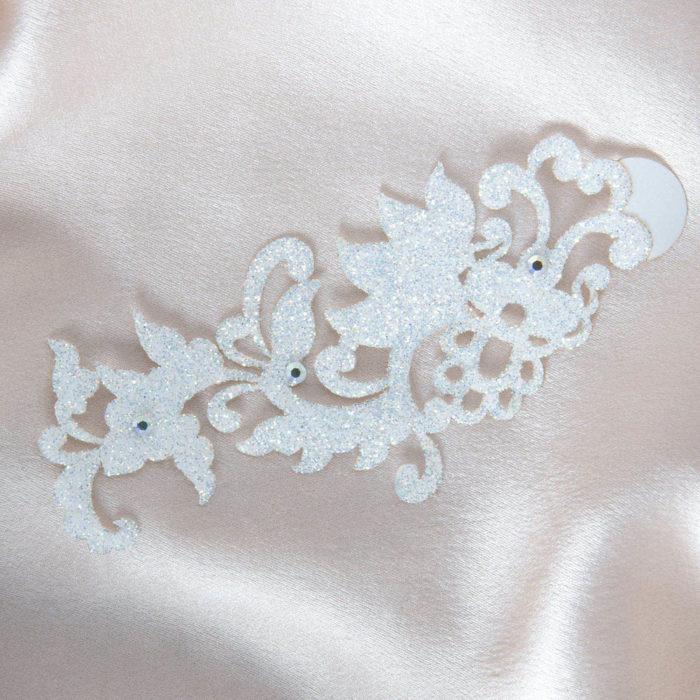 bijoux de peau dragon flower blanc fond satin