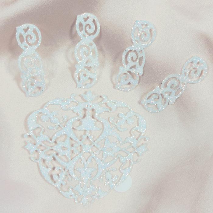 bijoux de peau fantasia blanc fond satin