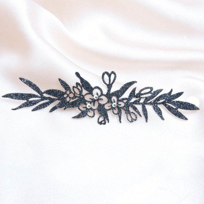 bijoux de peau madame geisha bracelet noir fond satin