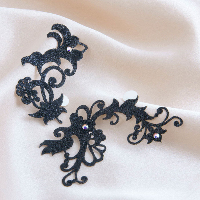bijoux de peau jasmin pearl noir fond satin