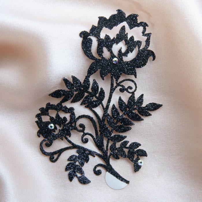 bijoux de peau floraux kashmira noir fond satin