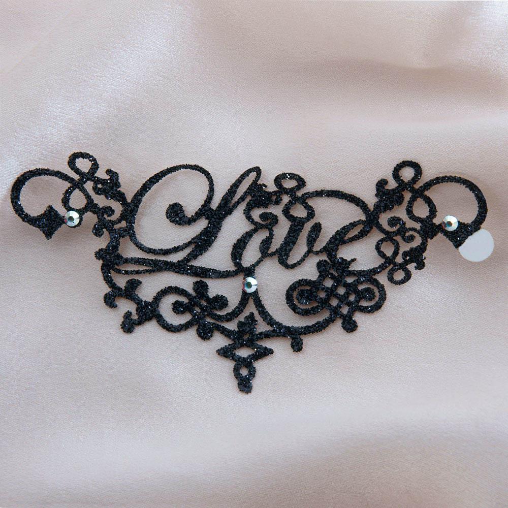 bijoux de peau mots love noir fond satin