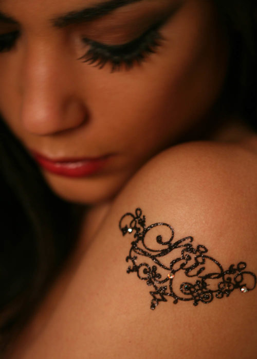 tattoo black strass love porté