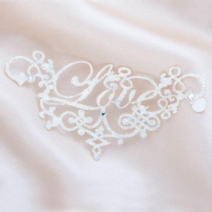 bijoux de peau love blanc fond satin