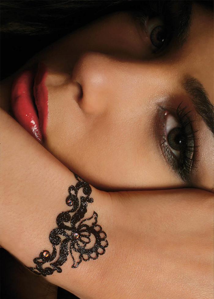 bijoux de peau magic lotus noir porté