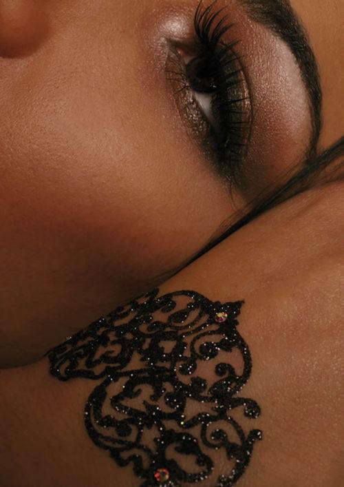 Dentelle Adhésive Paillette Marbella noir porté