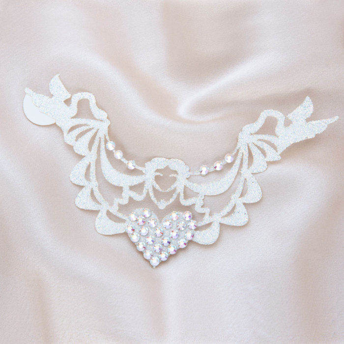 bijoux de peau marquise de pompadour blanc fond satin