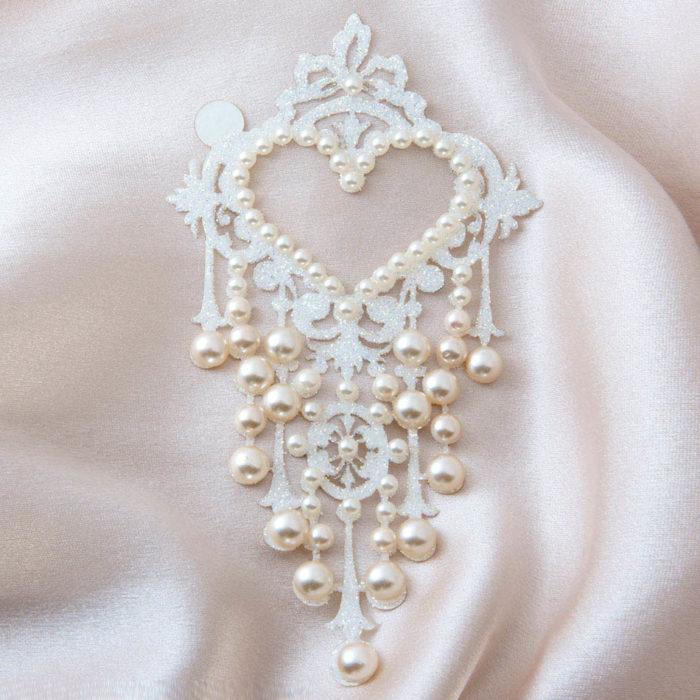 bijoux de peau niagara perles blanc fond satin