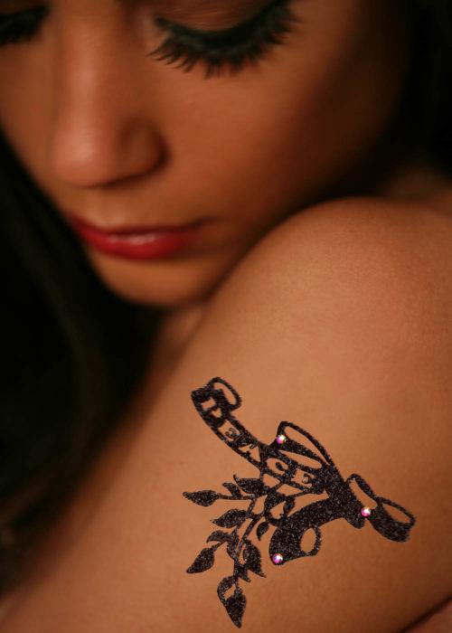 Bijou Tattoo Peace noir porté