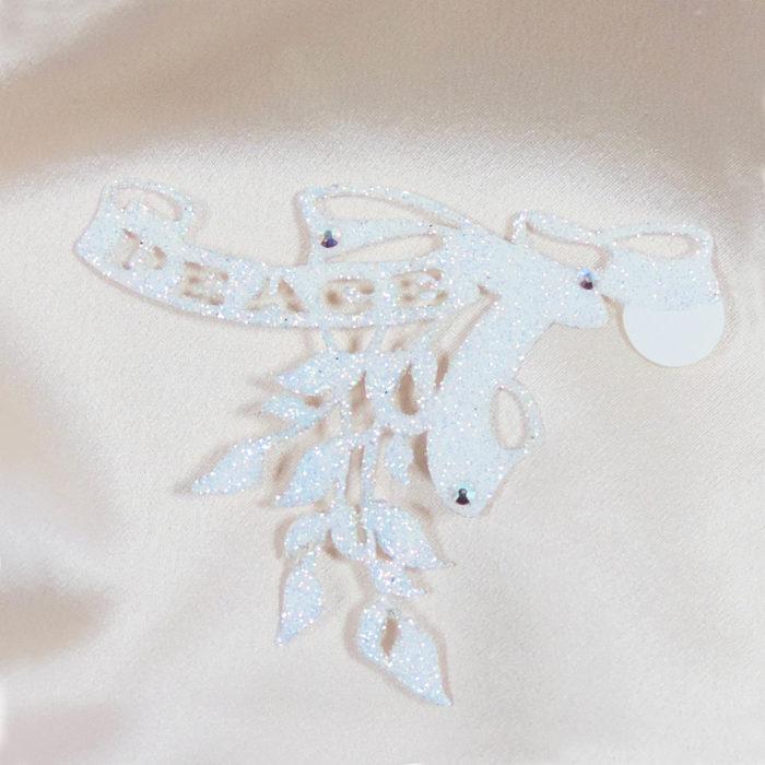 bijoux de peau peace blanc fond satin