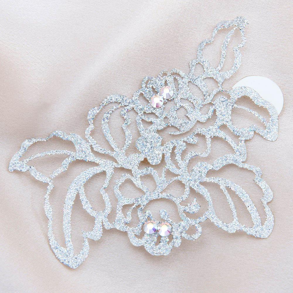bijoux de peau queen elisabeth argent fond satin