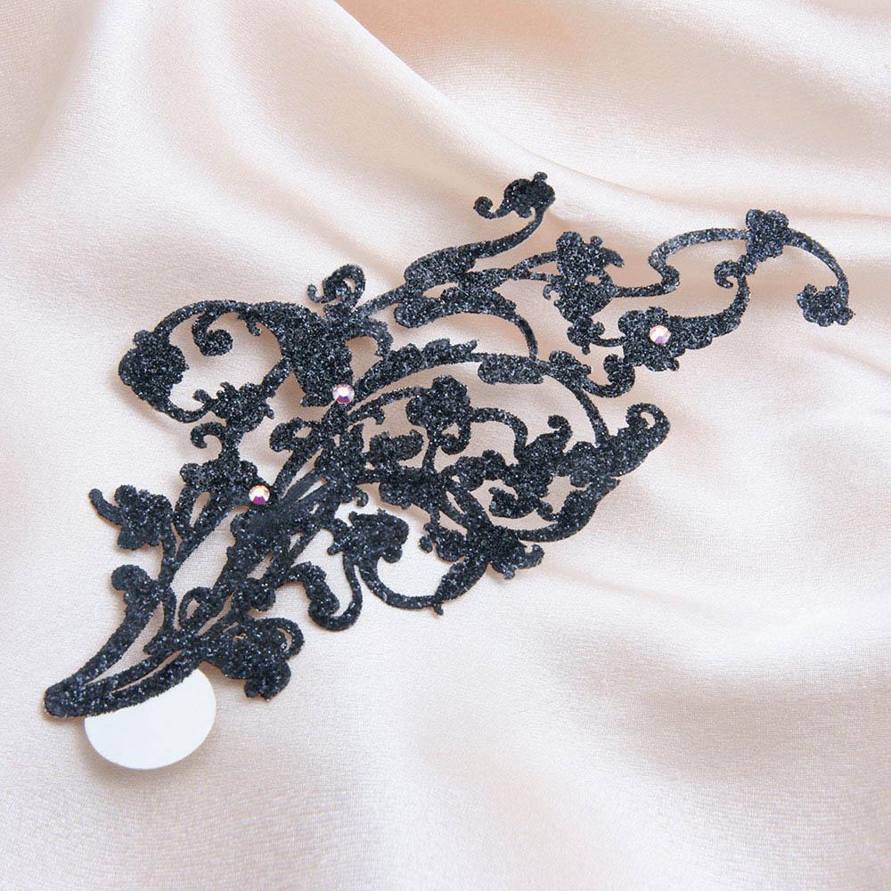 bijoux de peau kaina noir fond satin