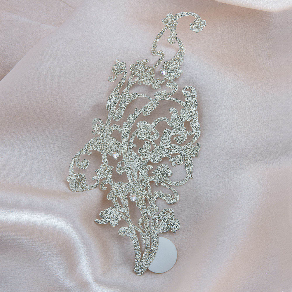 bijoux de peau kaina or fond satin