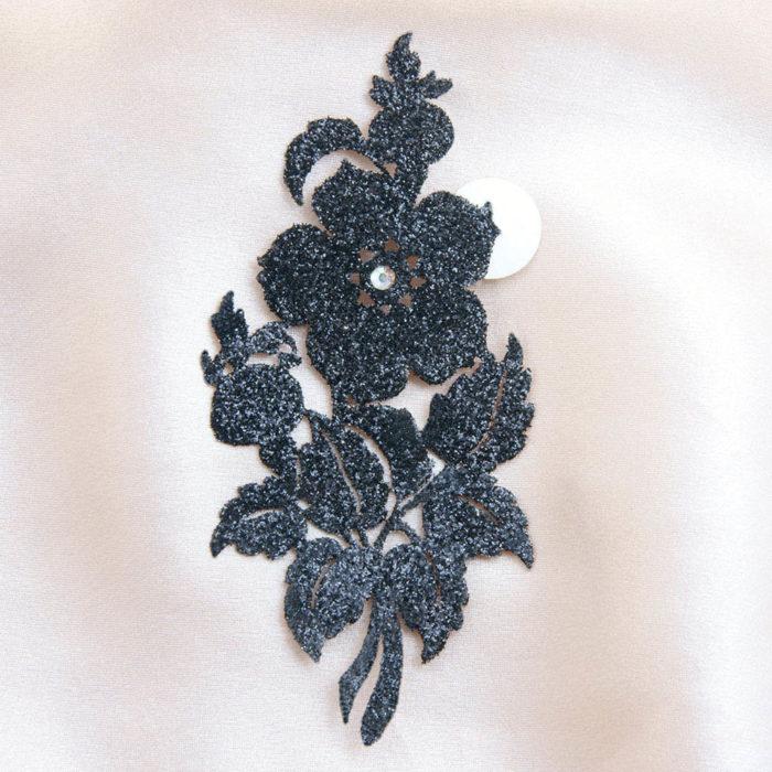 bijoux de peau queen victoria noir fond satin