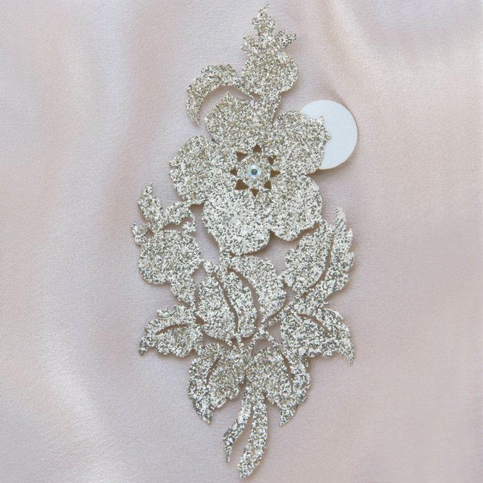 bijoux de peau queen victoria or fond satin