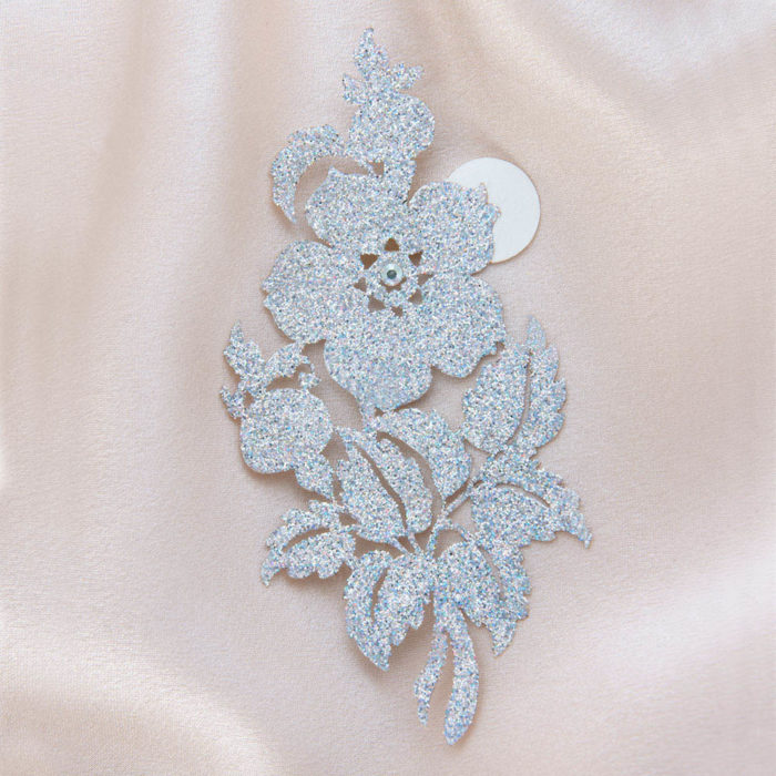 bijoux de peau queen victoria argent fond satin